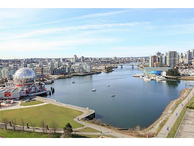 "Main Photo: 2206 120 MILROSS Avenue in Vancouver: Mount Pleasant VE Condo for sale in ""THE BRIGHTON"" (Vancouver East)  : MLS® # V1108623"