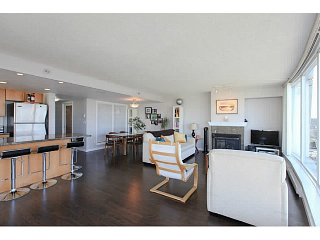 "Photo 5: 2206 120 MILROSS Avenue in Vancouver: Mount Pleasant VE Condo for sale in ""THE BRIGHTON"" (Vancouver East)  : MLS® # V1108623"