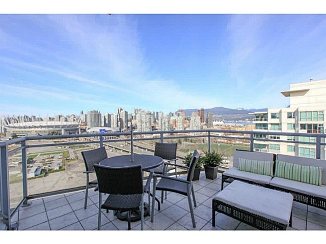 "Photo 14: 2206 120 MILROSS Avenue in Vancouver: Mount Pleasant VE Condo for sale in ""THE BRIGHTON"" (Vancouver East)  : MLS® # V1108623"