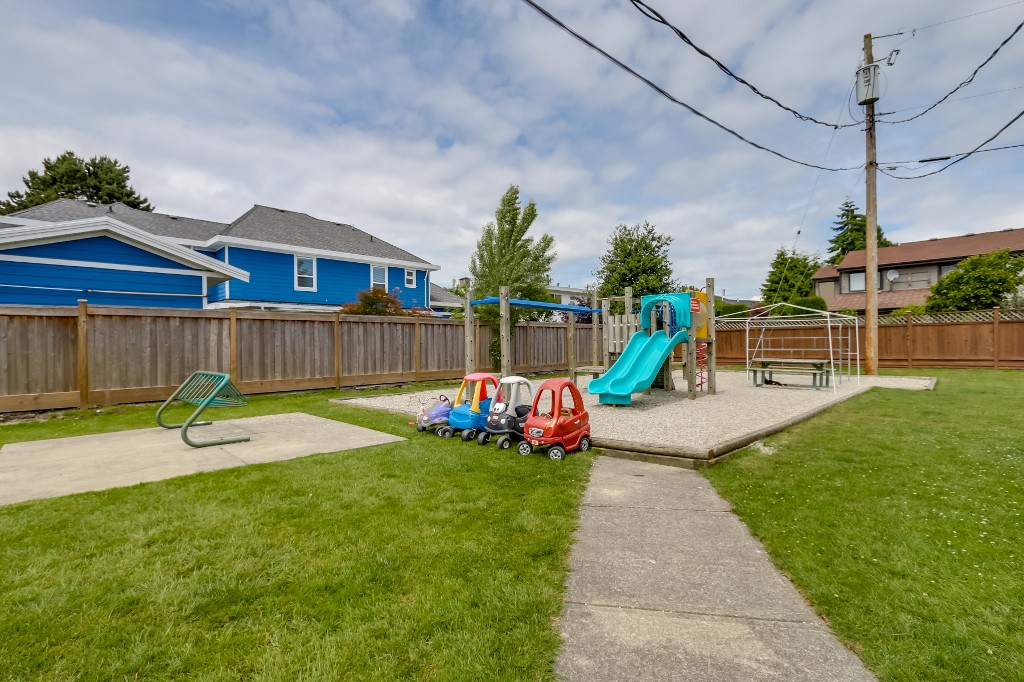 "Photo 14: 21 4949 57 Street in Delta: Hawthorne Townhouse for sale in ""OASIS"" (Ladner)  : MLS(r) # R2076455"