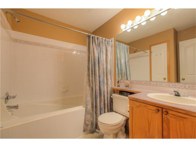 Photo 11: 185 ERIN Circle SE in Calgary: Erin Woods House for sale : MLS(r) # C4070025