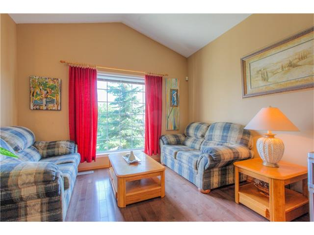 Photo 3: 185 ERIN Circle SE in Calgary: Erin Woods House for sale : MLS(r) # C4070025