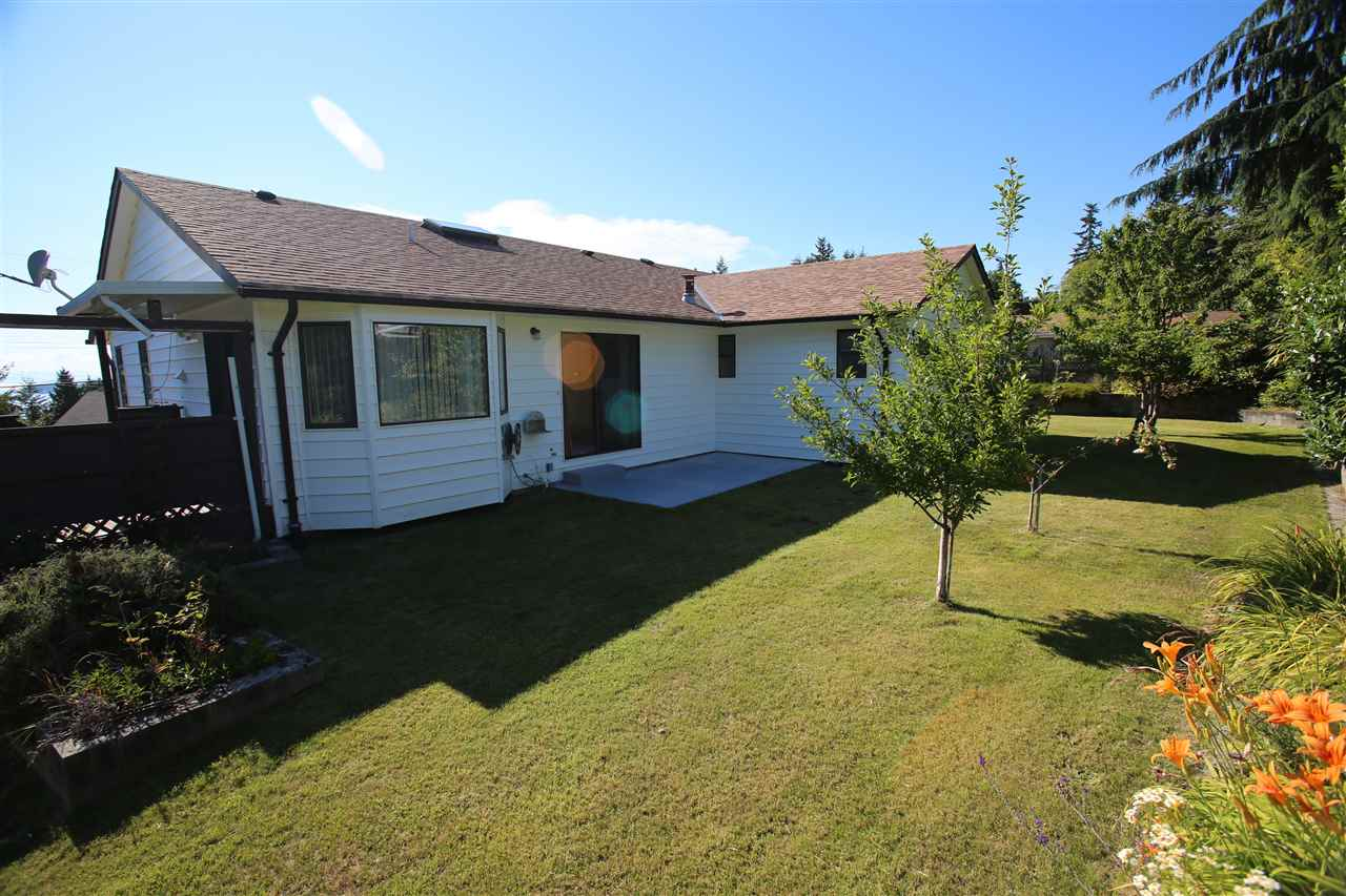 Main Photo: 4984 GEER Road in Sechelt: Sechelt District House for sale (Sunshine Coast)  : MLS® # R2085314