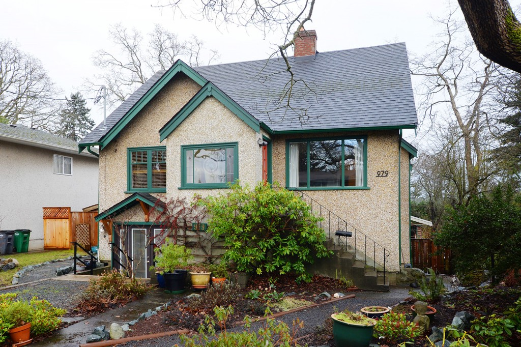 Main Photo: 979 Easter Road in VICTORIA: SE Quadra Single Family Detached for sale (Saanich East)  : MLS®# 373344