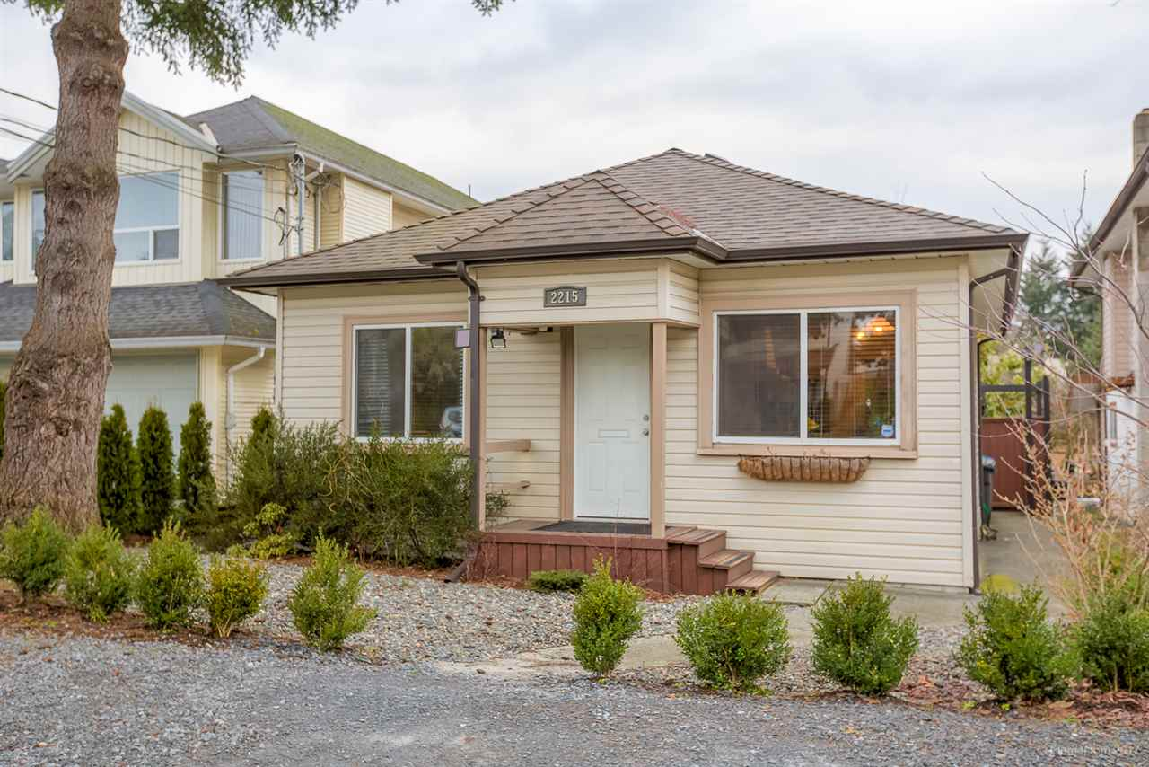 Main Photo: 2215 HAWTHORNE Avenue in Port Coquitlam: Central Pt Coquitlam House for sale : MLS(r) # R2134219