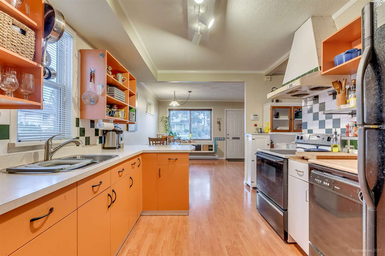 Photo 2: 2215 HAWTHORNE Avenue in Port Coquitlam: Central Pt Coquitlam House for sale : MLS® # R2134219