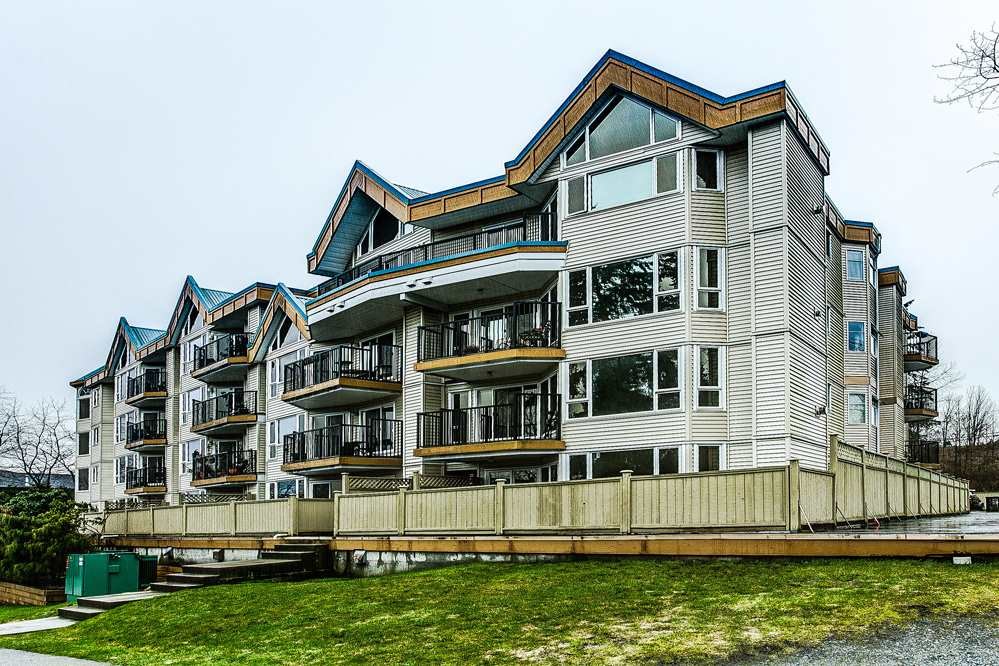 Main Photo: 114 11595 FRASER Street in Maple Ridge: East Central Condo for sale : MLS® # R2146749