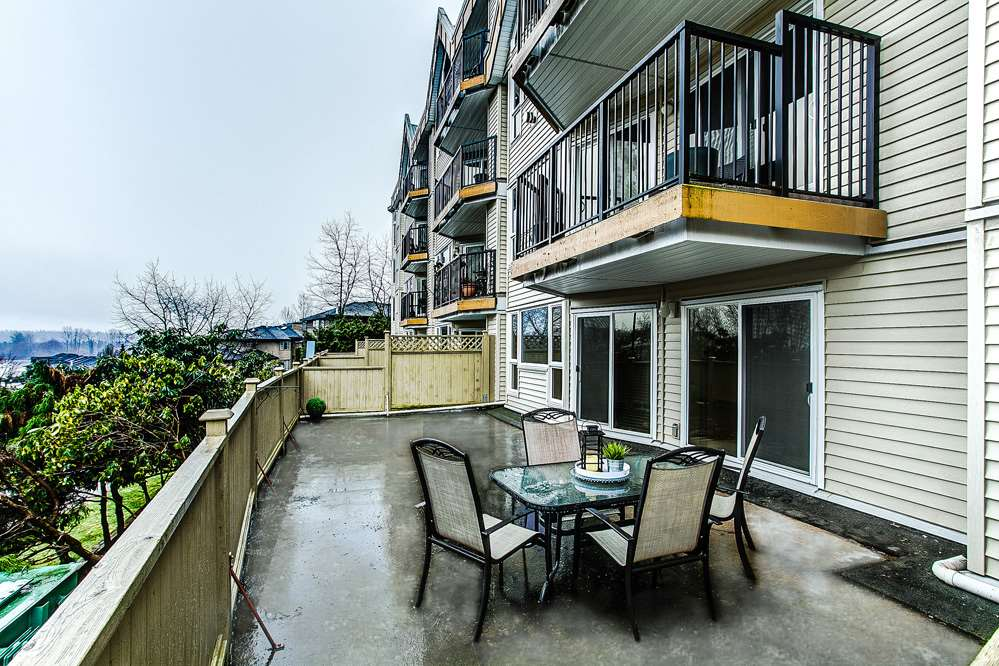 Photo 14: 114 11595 FRASER Street in Maple Ridge: East Central Condo for sale : MLS® # R2146749