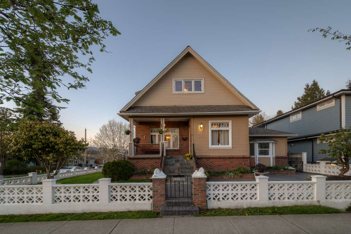 "Main Photo: 715 FOURTH Street in New Westminster: GlenBrooke North House for sale in ""GLENBROOKE NORTH"" : MLS® # R2159867"