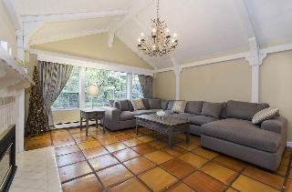 Main Photo: 1470 GORDON Avenue in West Vancouver: Ambleside House for sale : MLS(r) # R2162353