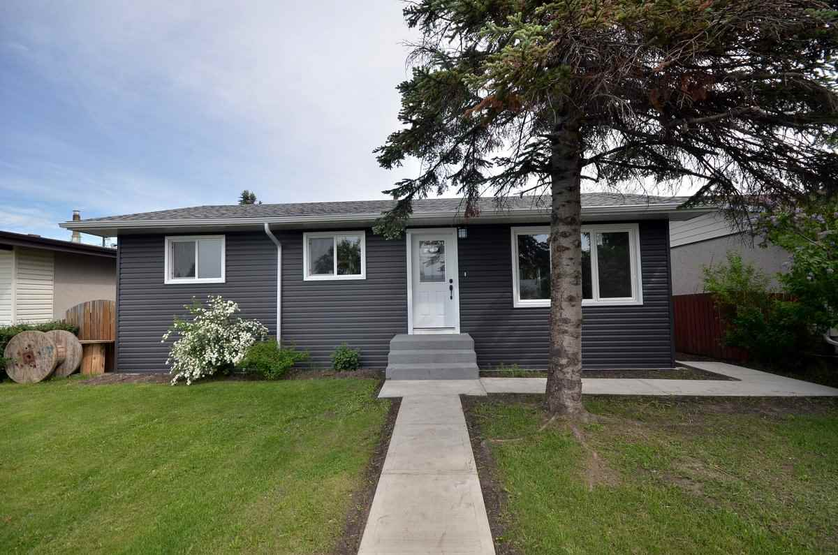 Main Photo: 11220 136 Avenue NW in Edmonton: Zone 01 House for sale : MLS(r) # E4067534