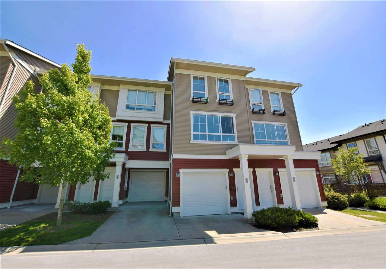 "Main Photo: 92 19505 68A Avenue in Surrey: Clayton Townhouse for sale in ""CLAYTON RISE"" (Cloverdale)  : MLS(r) # R2174273"