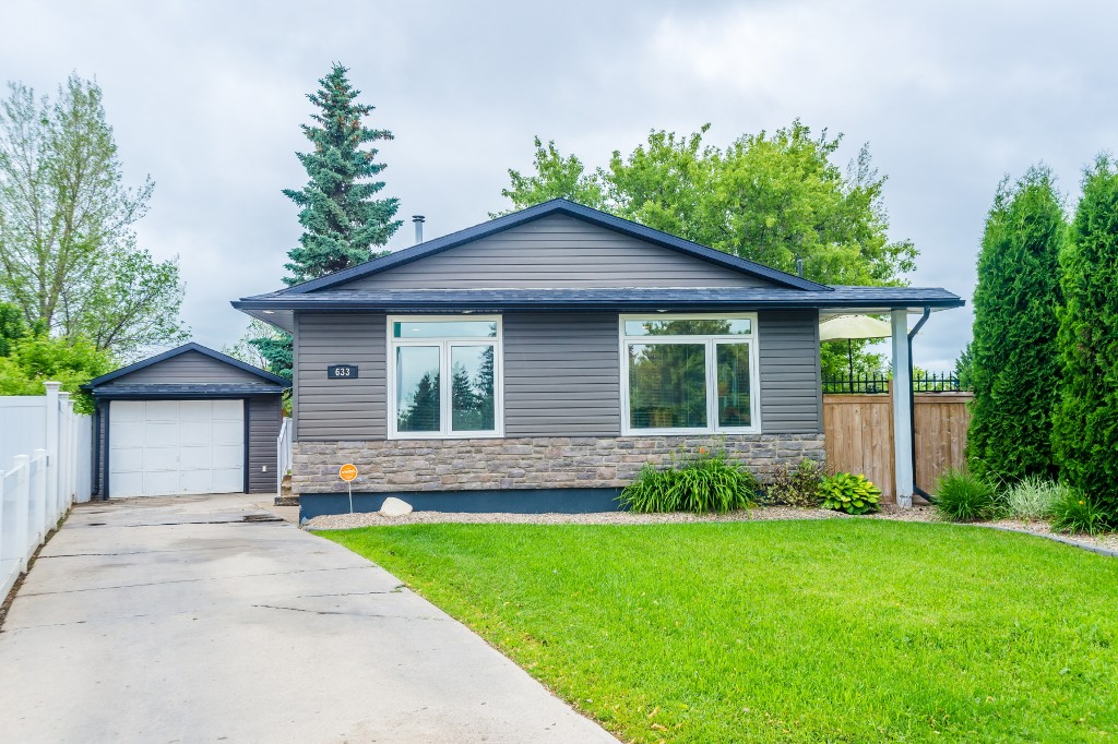 Photo 2: 633 Douglas Crescent in Saskatoon: Confederation Park Residential for sale : MLS(r) # SK615117