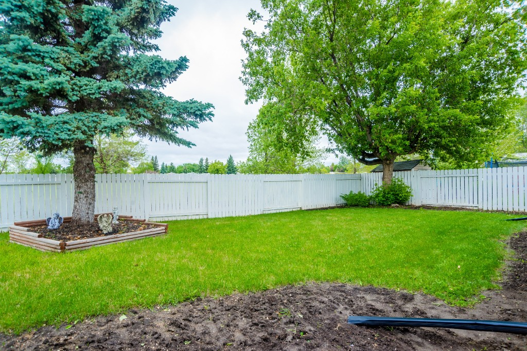Photo 34: 633 Douglas Crescent in Saskatoon: Confederation Park Residential for sale : MLS(r) # SK615117