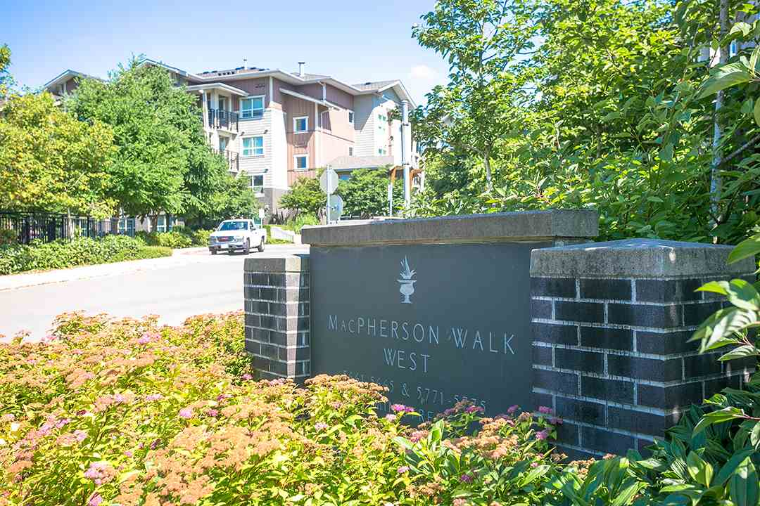 "Main Photo: 119 5665 IRMIN Street in Burnaby: Metrotown Condo for sale in ""MACPHERSON WALK"" (Burnaby South)  : MLS(r) # R2187407"