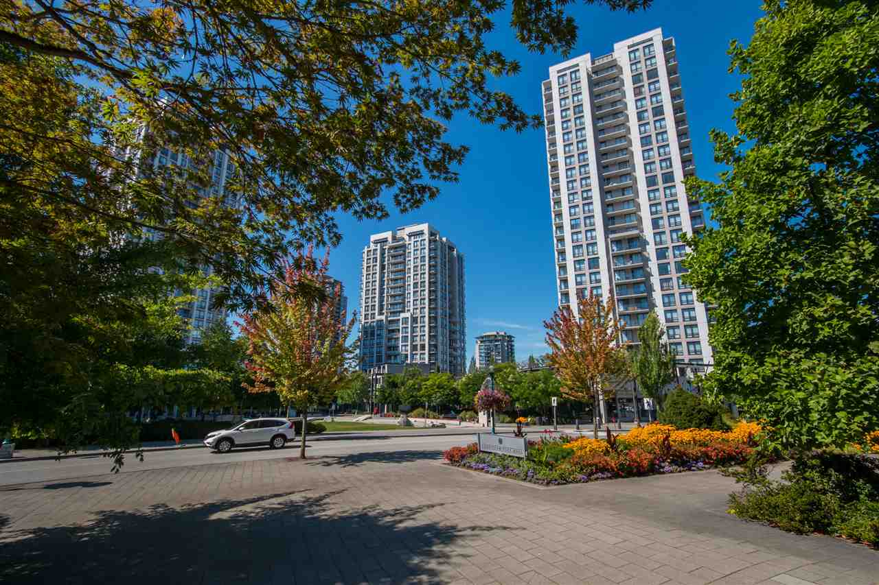 Main Photo: 907 2982 BURLINGTON Drive in Coquitlam: North Coquitlam Condo for sale : MLS®# R2188929