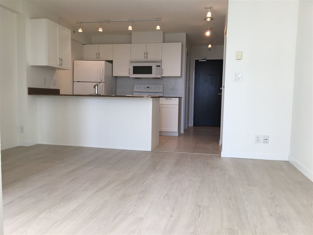 "Main Photo: 2103 938 SMITHE Street in Vancouver: Downtown VW Condo for sale in ""ELECTRIC AVE"" (Vancouver West)  : MLS® # R2198070"