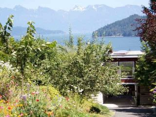 Main Photo: 582 N FLETCHER Road in Gibsons: Gibsons & Area House for sale (Sunshine Coast)  : MLS®# R2300621