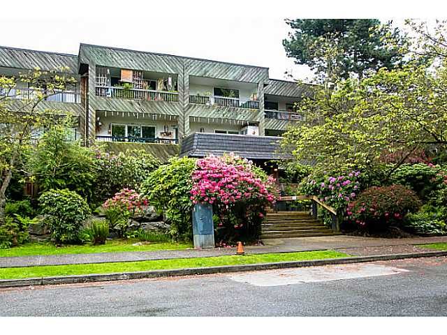 "Main Photo: 218 550 E 6TH Avenue in Vancouver: Mount Pleasant VE Condo for sale in ""Landmark"" (Vancouver East)  : MLS® # V1062388"