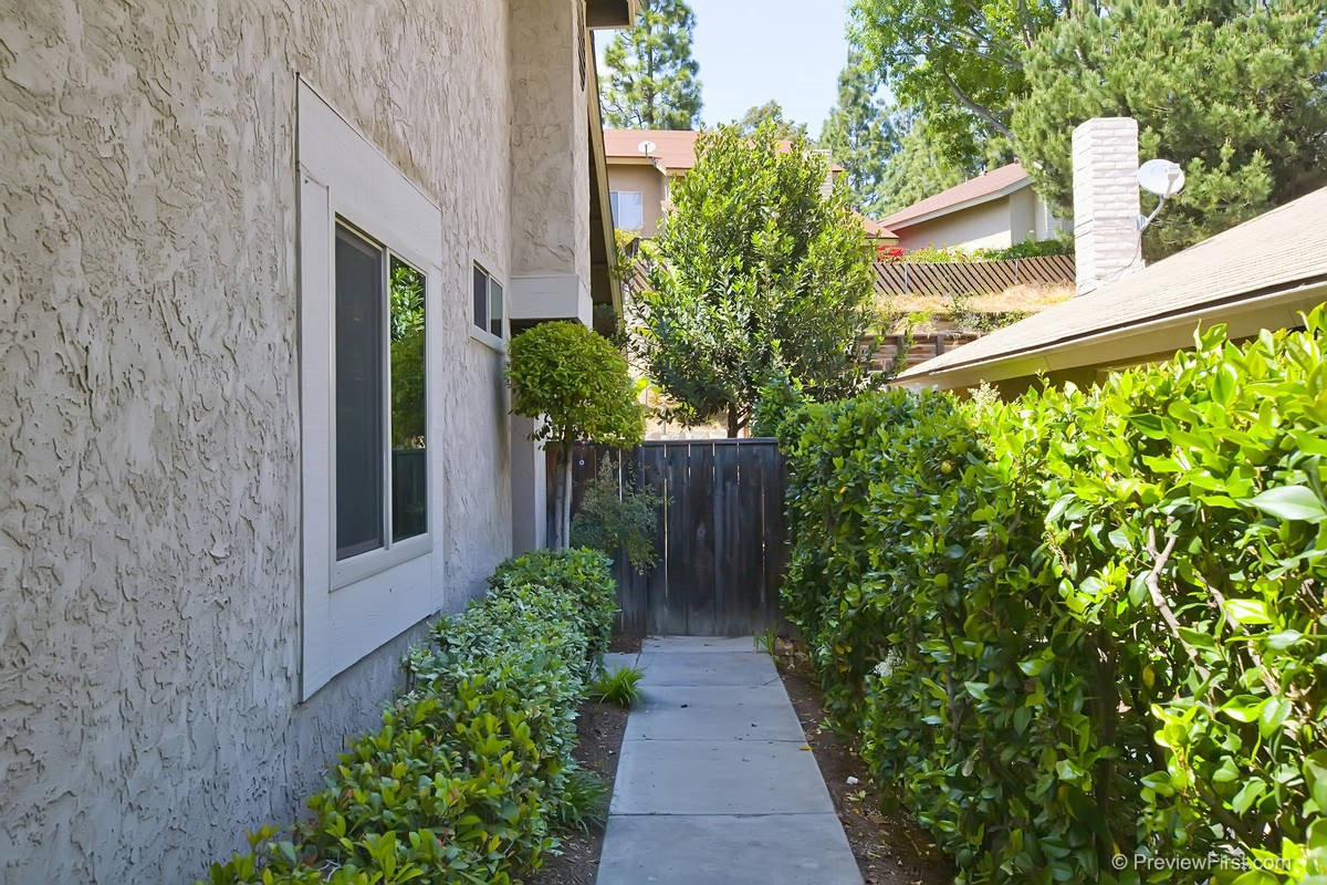 Photo 3: EAST SAN DIEGO Townhome for rent : 3 bedrooms : 3674 Cactusview Drive in San Diego