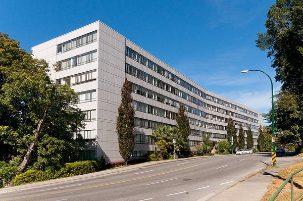 "Main Photo: 720 1445 MARPOLE Avenue in Vancouver: Fairview VW Condo for sale in ""Hycroft Tower"" (Vancouver West)  : MLS®# R2031302"