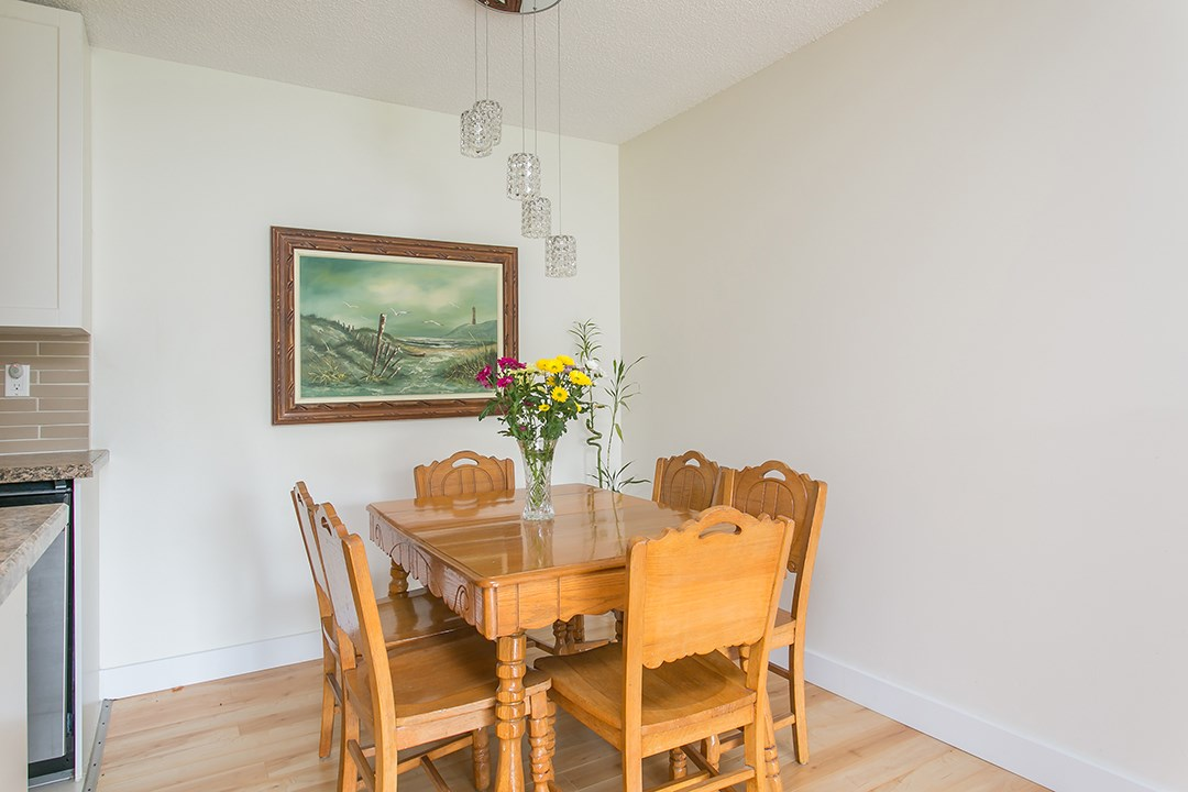 "Photo 6: 216 2600 E 49TH Avenue in Vancouver: Killarney VE Condo for sale in ""SOUTHWINDS"" (Vancouver East)  : MLS® # R2043761"