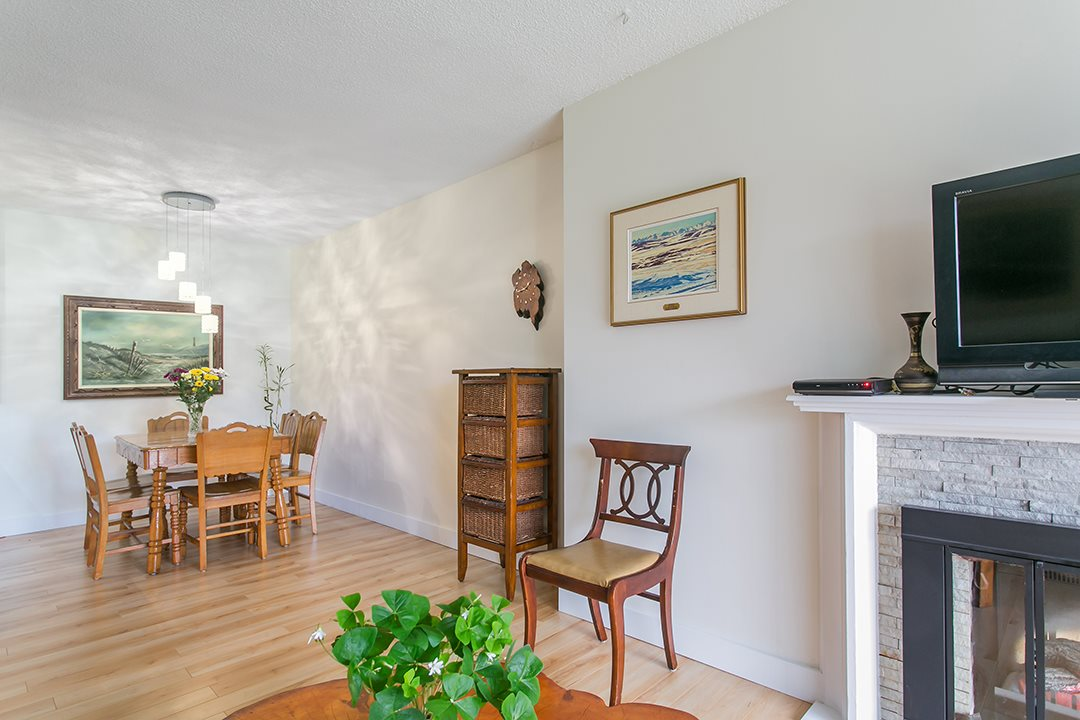 "Photo 5: 216 2600 E 49TH Avenue in Vancouver: Killarney VE Condo for sale in ""SOUTHWINDS"" (Vancouver East)  : MLS® # R2043761"