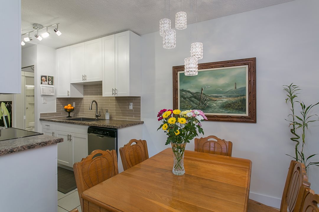"Photo 7: 216 2600 E 49TH Avenue in Vancouver: Killarney VE Condo for sale in ""SOUTHWINDS"" (Vancouver East)  : MLS® # R2043761"