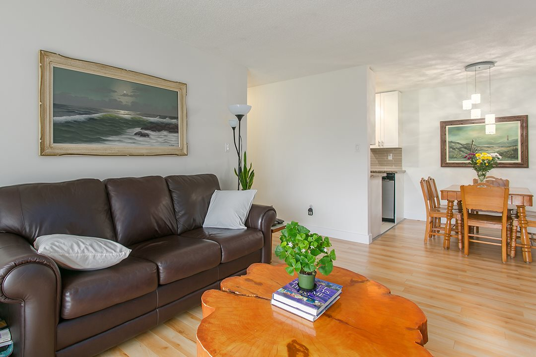 "Photo 4: 216 2600 E 49TH Avenue in Vancouver: Killarney VE Condo for sale in ""SOUTHWINDS"" (Vancouver East)  : MLS® # R2043761"