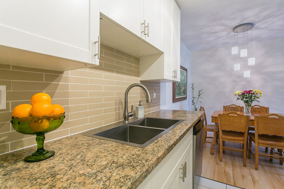 "Photo 9: 216 2600 E 49TH Avenue in Vancouver: Killarney VE Condo for sale in ""SOUTHWINDS"" (Vancouver East)  : MLS® # R2043761"