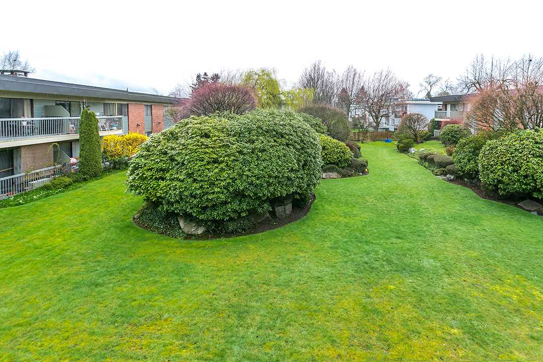 "Photo 16: 216 2600 E 49TH Avenue in Vancouver: Killarney VE Condo for sale in ""SOUTHWINDS"" (Vancouver East)  : MLS® # R2043761"