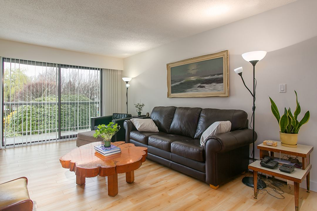 "Photo 2: 216 2600 E 49TH Avenue in Vancouver: Killarney VE Condo for sale in ""SOUTHWINDS"" (Vancouver East)  : MLS® # R2043761"