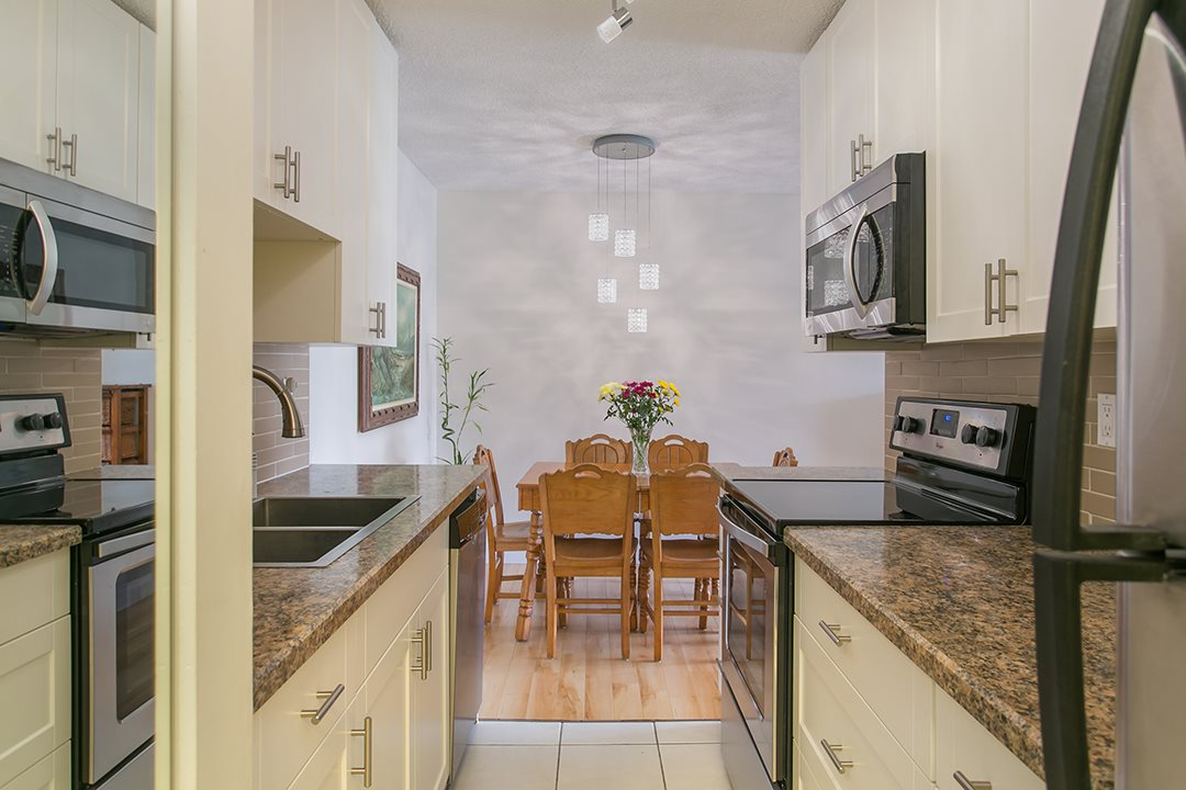 "Photo 8: 216 2600 E 49TH Avenue in Vancouver: Killarney VE Condo for sale in ""SOUTHWINDS"" (Vancouver East)  : MLS® # R2043761"