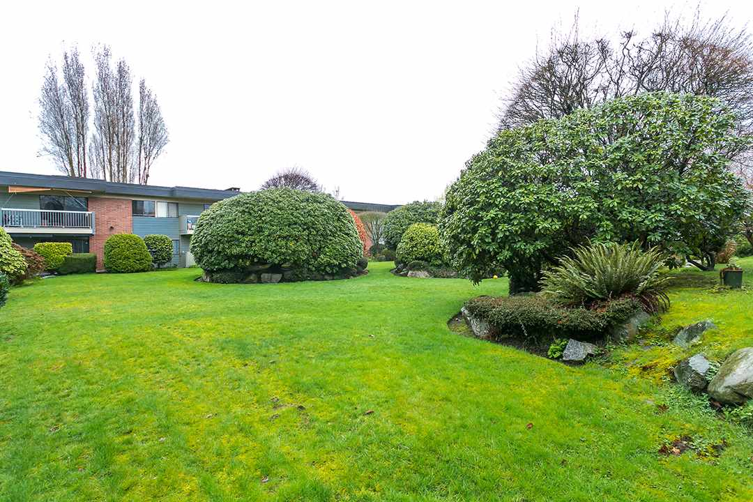 "Photo 19: 216 2600 E 49TH Avenue in Vancouver: Killarney VE Condo for sale in ""SOUTHWINDS"" (Vancouver East)  : MLS® # R2043761"