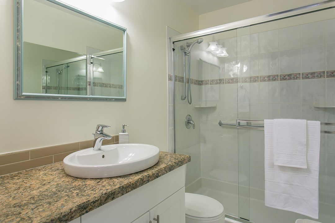 "Photo 10: 216 2600 E 49TH Avenue in Vancouver: Killarney VE Condo for sale in ""SOUTHWINDS"" (Vancouver East)  : MLS® # R2043761"