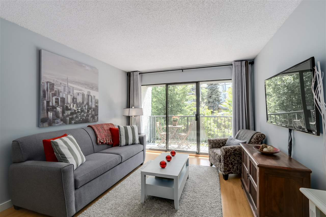 "Main Photo: 303 2120 W 2ND Avenue in Vancouver: Kitsilano Condo for sale in ""ARBUTUS PLACE"" (Vancouver West)  : MLS(r) # R2063971"