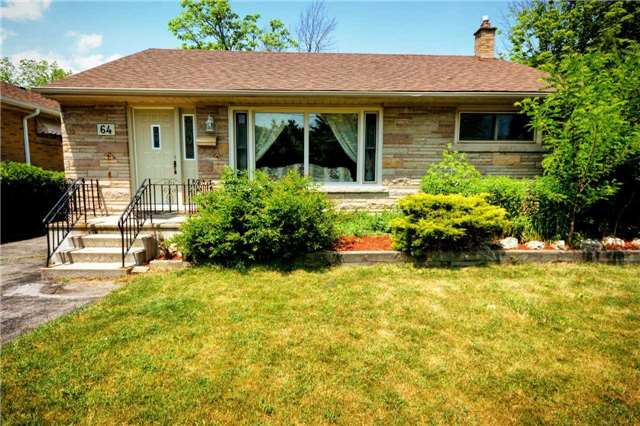 Main Photo: 64 Beaucourt Road in Hamilton: Ainslie Wood House (Bungalow) for sale : MLS®# X3513954