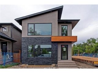 Main Photo: 1702 6 Avenue NW in Calgary: Hillhurst House for sale : MLS(r) # C4085498