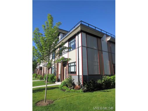 Main Photo: 301 10230 BOWERBANK Road in SIDNEY: Si Sidney North-East Townhouse for sale (Sidney)  : MLS® # 374794