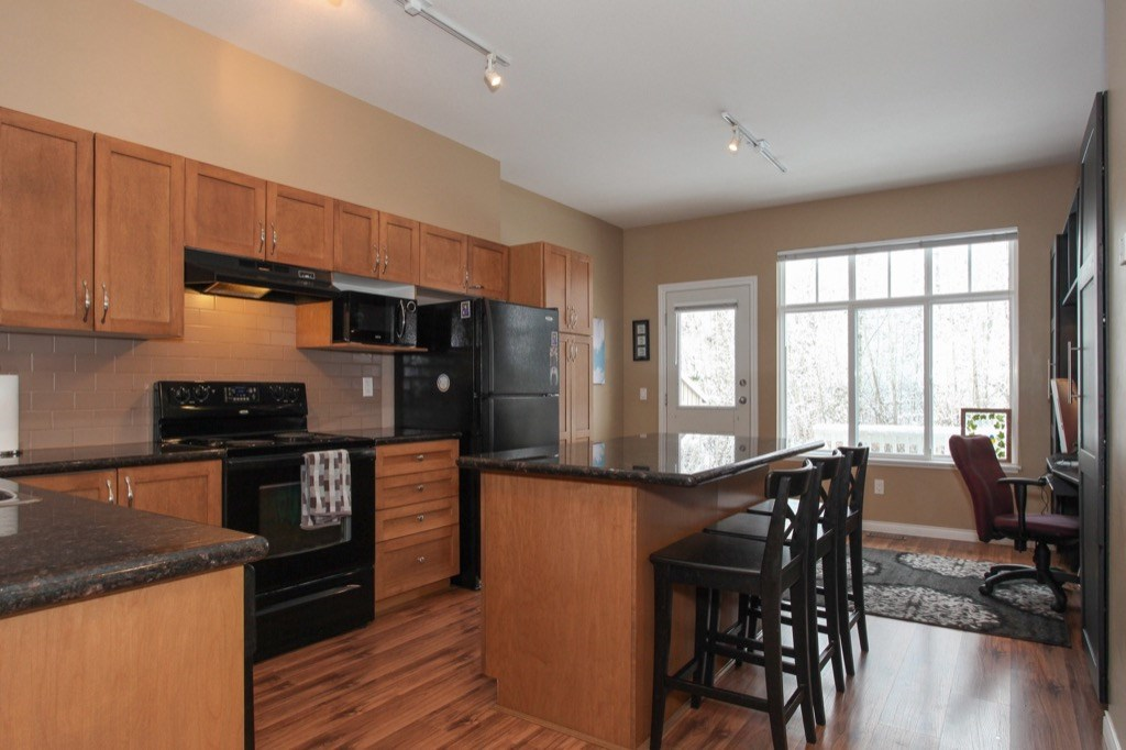 "Photo 9: 69 19455 65 Avenue in Surrey: Clayton Townhouse for sale in ""TWO BLUE"" (Cloverdale)  : MLS(r) # R2144536"