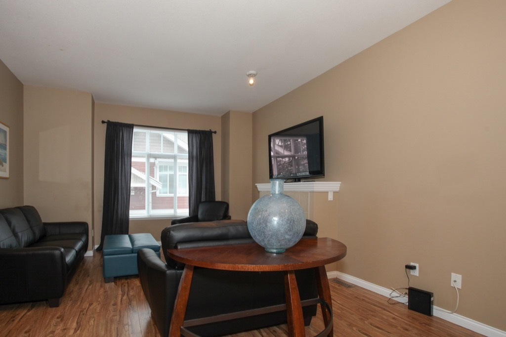 "Photo 5: 69 19455 65 Avenue in Surrey: Clayton Townhouse for sale in ""TWO BLUE"" (Cloverdale)  : MLS(r) # R2144536"