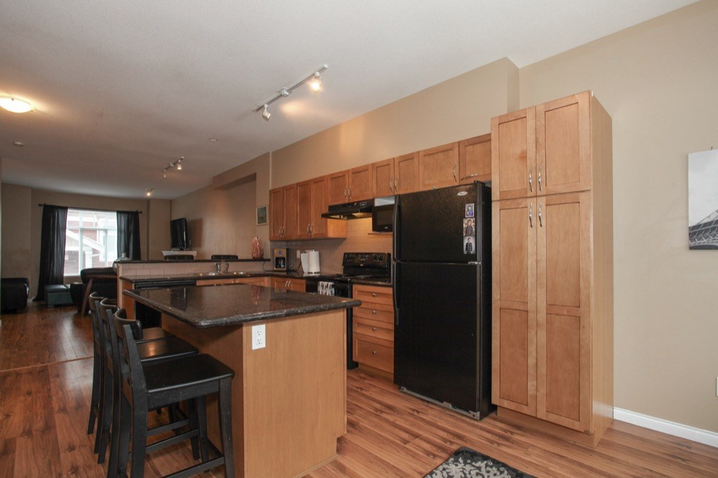 "Photo 10: 69 19455 65 Avenue in Surrey: Clayton Townhouse for sale in ""TWO BLUE"" (Cloverdale)  : MLS(r) # R2144536"