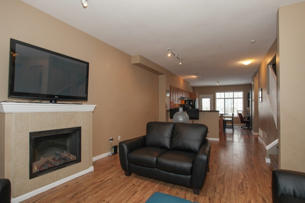 "Photo 4: 69 19455 65 Avenue in Surrey: Clayton Townhouse for sale in ""TWO BLUE"" (Cloverdale)  : MLS(r) # R2144536"