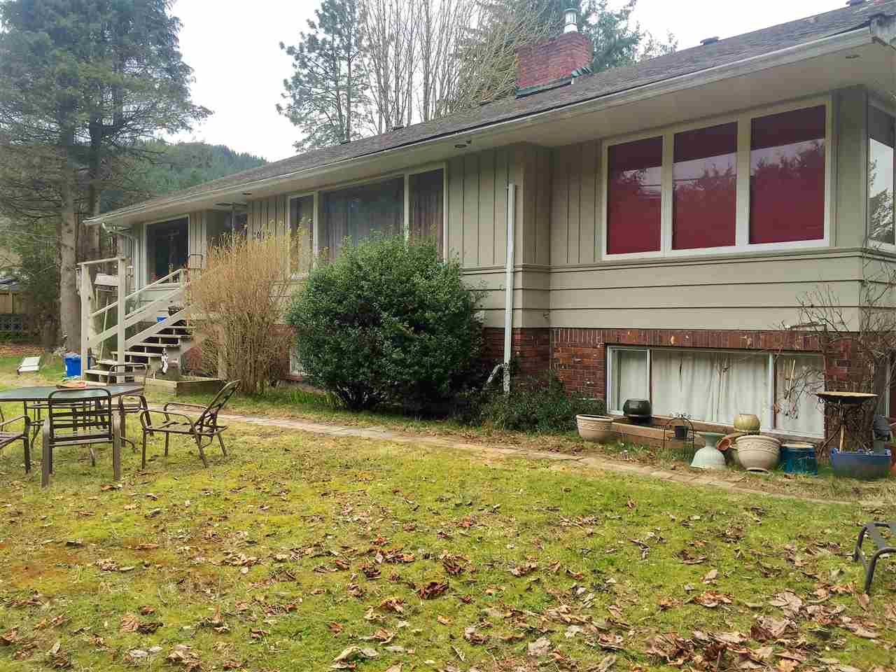 "Main Photo: 2010 MAPLE Drive in Squamish: Valleycliffe House for sale in ""VALLEYCLIFFE"" : MLS®# R2152790"