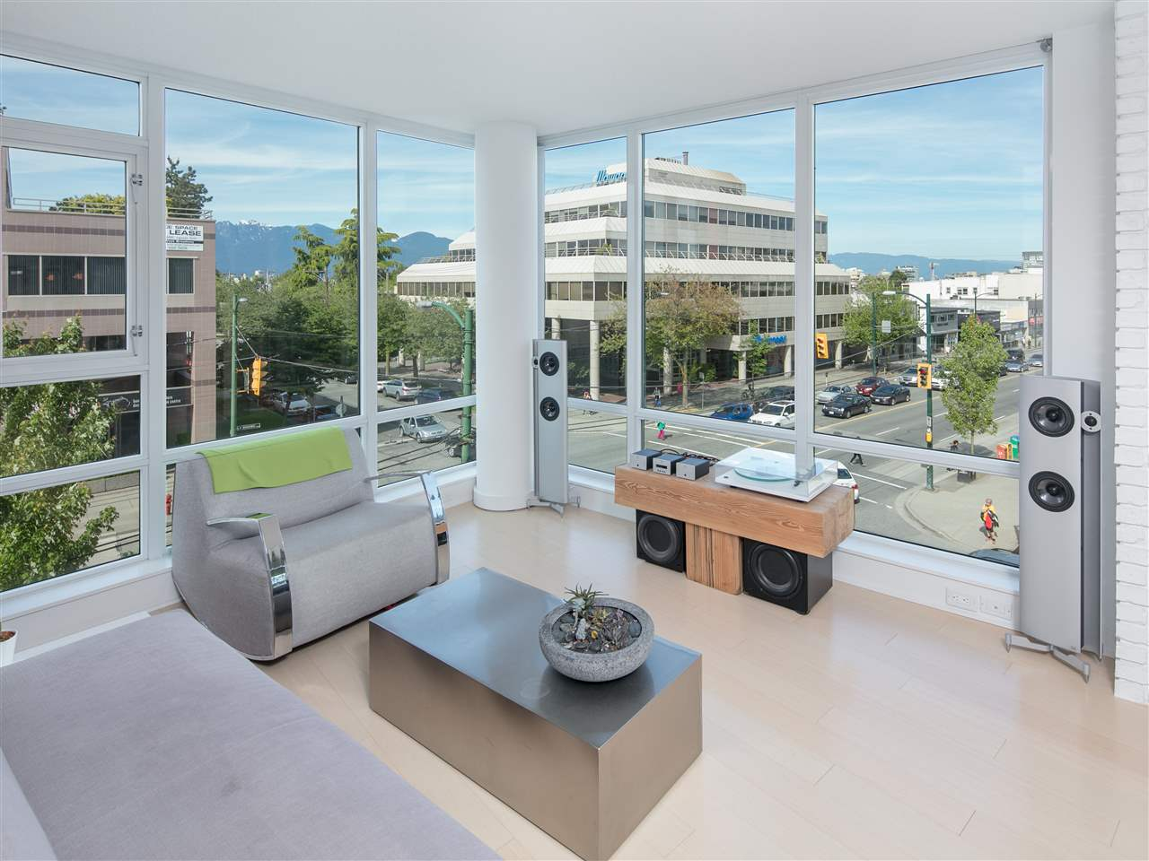 "Main Photo: 507 2507 MAPLE Street in Vancouver: Kitsilano Condo for sale in ""Pinnacle Living"" (Vancouver West)  : MLS(r) # R2174311"