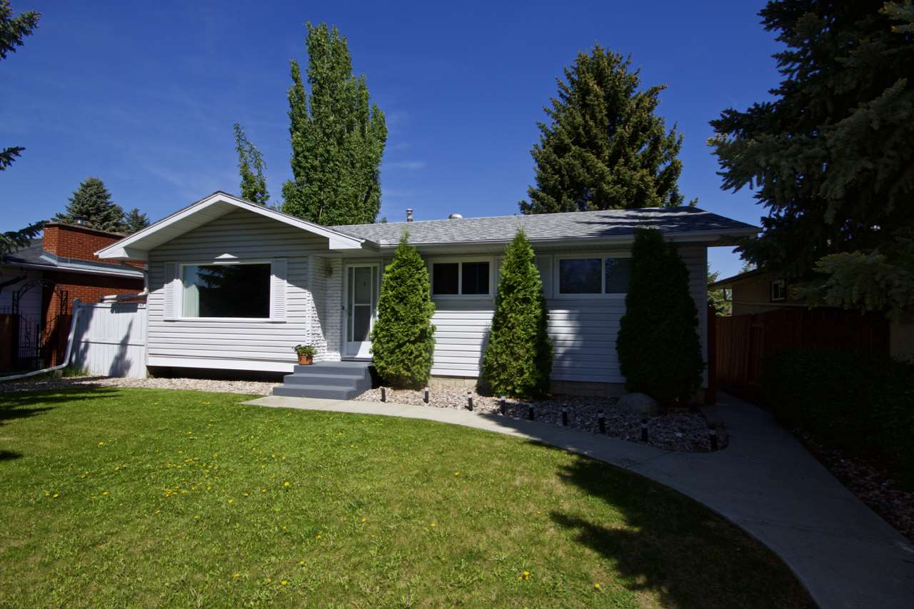 Main Photo: 10916 38 Avenue in Edmonton: Zone 16 House for sale : MLS(r) # E4067801