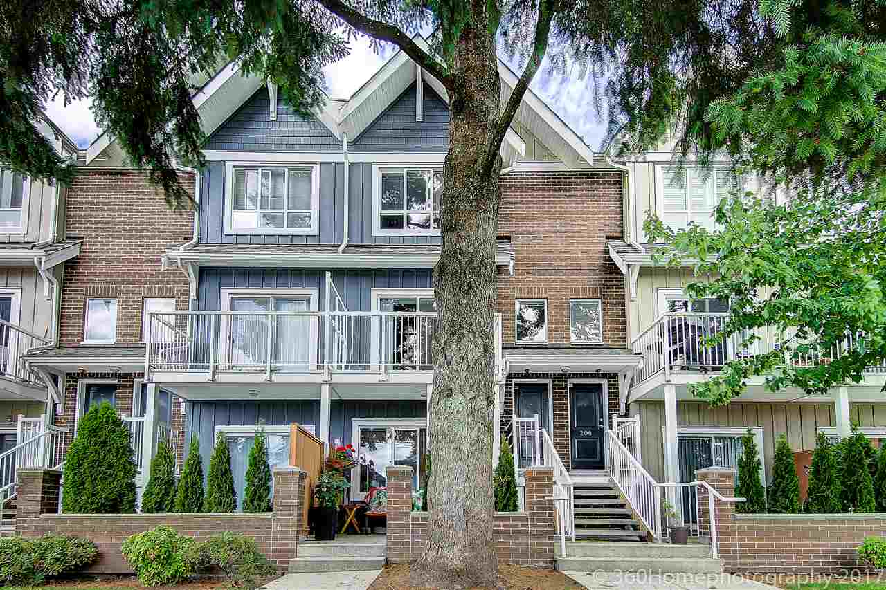 "Main Photo: 207 1661 FRASER Avenue in Port Coquitlam: Glenwood PQ Condo for sale in ""BRIMLEY MEWS"" : MLS(r) # R2180176"