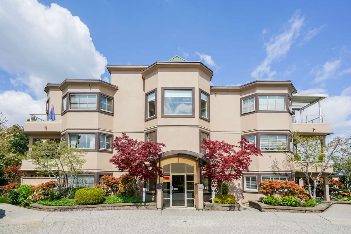 "Main Photo: 302 78 RICHMOND Street in New Westminster: Fraserview NW Condo for sale in ""GOVERNORS COURT"" : MLS®# R2263602"