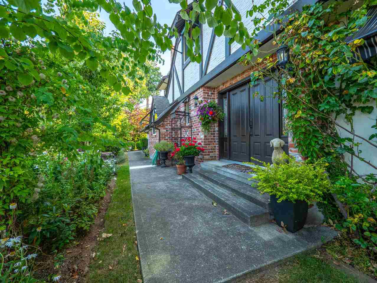 Main Photo: 5099 BAY Road in Sechelt: Sechelt District House for sale (Sunshine Coast)  : MLS®# R2293675