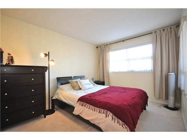 "Photo 6: 211 3638 W BROADWAY Street in Vancouver: Kitsilano Condo  in ""CORAL COURT"" (Vancouver West)  : MLS(r) # V871105"